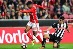 Veja as imagens dos lances mais difíceis de avaliar no jogo deste domingo entre o Benfica e o Nacional, que os encarnados venceram por 3-0