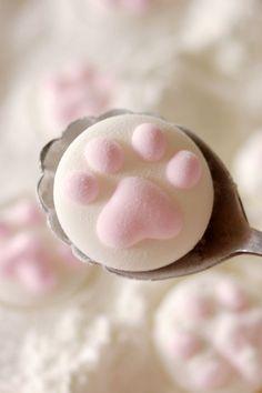 Super cute cat paw marshmallow <3