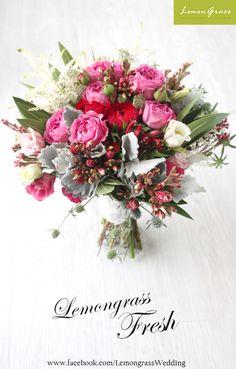 #freshflower #silkflower #lemongrssfloral #wedding #bouquet For order please Whatsapp 852-6182-9189 屯門青菱徑3號時尚電腦城 商場地庫B39號舖 www.facebook.com/LemongrassWedding All Flowers, Fresh Flowers, Beautiful Flowers, Wedding Bouquets, Flower Bouquets, Lemon Grass, Decorating Your Home, Flower Power, Floral Arrangements