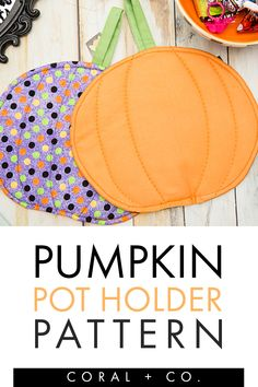 Easy Halloween Sewing Project!  Make a Pumpkin Pot Holder to celebrate the fall season.  This fun Halloween sewing pattern is a fun DIY fall sewing project.  You will love how this Halloween Sewing Pattern is a fun way to add some DIY Halloween Decor to your kitchen. #diyhalloween #halloweensewingproject #halloweensewing