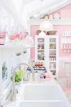 Super Genius Useful Ideas: Shabby Chic Sofa Baskets shabby chic design bathroom.Shabby Chic Home Rustic shabby chic wallpaper android. Shabby Chic Mode, Cocina Shabby Chic, Casas Shabby Chic, Shabby Chic Style, Shabby Chic Decor, Rustic Decor, Style At Home, Casa Color Pastel, Pastel Pink