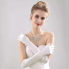 Gloves Fashion, Wedding Gloves, Satin Color, Vintage Fashion, Vintage Style, Size Model, Her Hair, Strapless Dress, Fashion Bloggers