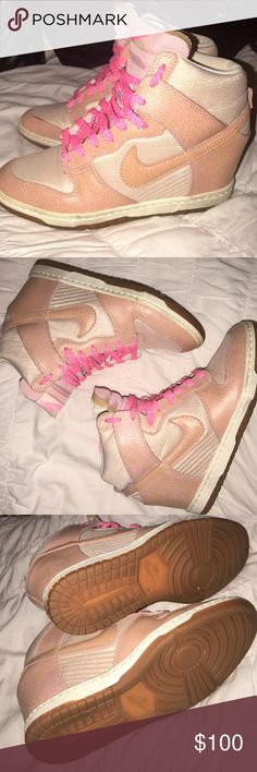 "Nike Dunk Sky High ""Metallic Pink"" Wedges Sz 7 💖 Only worn a few times, rare color combo ✨ With a hidden heel wedge nestled into an iconic silhouette that represents the genesis of this modern wave of sneakerhead culture, the Nike WMNS Dunk Sky High is the only shoe combining such an elevated rear platform with a forefoot pivot point. A pink lace against tonal browns makes a connection to the 'Linen' Air Force 1, furthering the sense of this design as the perfect mix of feminine fashion and…"