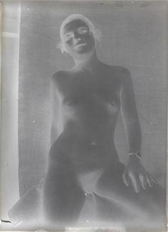 François-Rupert Carabin  Femme nue agenouillée de face  Gros plan de fesses de femme  Corps de femme nu du torse aux genoux   Femme nue debout de face, les bras posés sur une barre  Between 1895 and 1910