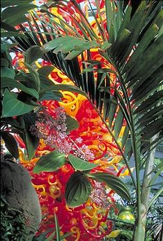 """DALE CHIHULY   SUNSET TOWER, 2003   200 x 93 x 93""""   """"CHIHULY AT THE CONSERVATORY""""   OCTOBER 11, 2003 - JULY 4, 2004   FRANKLIN PARK CONSERVATORY   COLUMBUS, OHIO"""