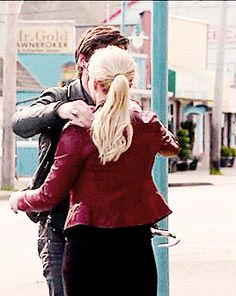 "Emma Swan and Killian Jones gif - 5 * 23 ""An Untold Stories"" #CaptainSwan"