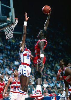 Michael Jordan amazing dunk!