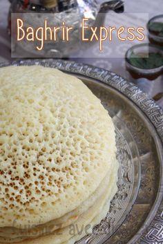 ❤️ Baghrir express crepe rapide au blender  Ingrédient – 400 gr de semoule fine – 100 gr de farine – Sel – 1 sachet de levure déshydraté dosé pour 250 gr de pâte – 1 sachet de levure chimique – 2 cuillères à soupe d'huile – 1 cuillères à soupe de vinaigre blanc – 1 litre d'eau tiède environ