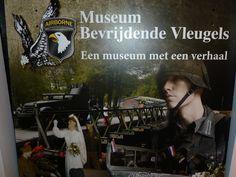 """Onze tentoonstelling is mede tot stand gekomen dankzij de hulp van collega musea """" Museum Bevrijdende Vleugels"""" en """"Museum Bewogen Jaren""""."""