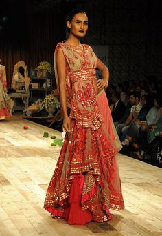 Delhi Couture Week 2011: Shantanu & Nikhil. Would love to wear this when I visit India! :)