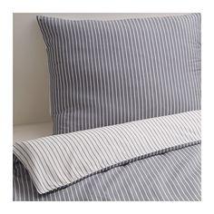 Stripete sengesett av noe slag