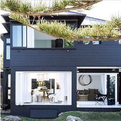 Nowhere does a beach house quite like Australia. @lesinterieurspaddington