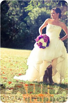 If I am getting married one day....I want to have a southern country wedding!!! Yes, I want to wear my own cowgirl boots!!!! :D