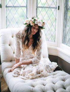Pretty boho bride | Inspiración looks de #novias y #bodas #bohochic  #fashion #hippy #hippie #etnico #etnic #bohemian ☼ ☼ Preciosas Indígenas Joyas ☼ ☼ para descubrir nuestras joyas visita nuestra #tiendaonline http://www.preciosasindigenas.com/ ☼