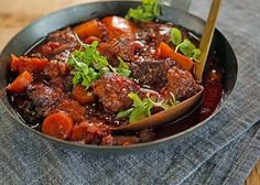 Tomato Bredie is a traditional South African meal. The Bredie is an old Cape name for a dish of meat and vegetables stewed together so that Gf Recipes, Food Network Recipes, Chicken Recipes, Recipies, How To Peel Tomatoes, Vegetable Stew, Mashed Sweet Potatoes, Dinner Tonight, Main Meals