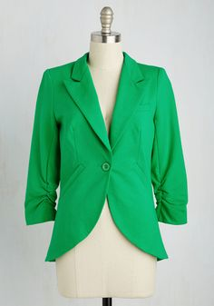 No need to roll up your sleeves before the big meeting - this one-button blazer boasts ruched 3/4-length sleeves for a look that means chic and functional business. Accentuated by slanted side pockets, a curved hem, and silky lining, this bright-green jacket suits all your stylish needs!