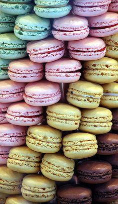 mmmm IT'S TIME to make French Macaroons again. My favorite are chocolate macaroons with a sweet nutella buttercream