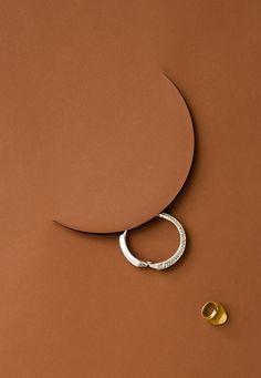 Apostroph - Stylisten - Betim Balaman - Schmuck - Apostroph - Stylisten - B . Best Jewelry Cleaner, Photo Jewelry, Fashion Jewelry, Photographing Jewelry, Jewellery Sketches, Jewelry Sketch, Jewelry Editorial, Jewelry Photography, Product Photography