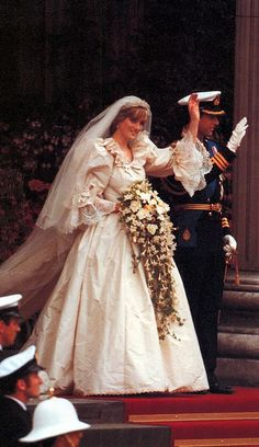 July Prince Charles marries Lady Diana Spencer in Saint Paul's Cathedral. Lady Diana Frances Spencer leaving the church, Now known as Her Royal Highness Diana Princess of Wales. Lady Diana Spencer, Spencer Family, Prince Charles Et Diana, Charles And Diana Wedding, Prince William And Harry, Royal Brides, Royal Weddings, Most Expensive Wedding Dress, Princess Diana Wedding Dress