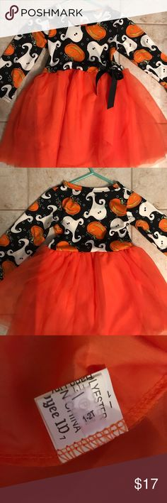 NWOT Infant Girl's Halloween Dress Adorable infant/toddler boutique Halloween 🎃 dress with tulle skirt. The top is black patterned background and the tulle skirt is bright orange. This is from the online boutique of Lily Bow Peep and is sized to fit 12-24 Months. Smoke free home! lily Bow Peep Dresses Casual