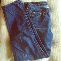 J.crew Matchstick Crop Worn a handful of times. J. Crew Pants Ankle & Cropped