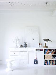 white hutch and accessories Scandinavian Interior, Modern Interior, Interior Design, White Hutch, Inside Home, Living Spaces, Living Room, Industrial Interiors, Architecture Design