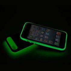 Avec la housse IGLOW, retrouvez votre Iphone 5 dans l'obscurité! Un gadget robuste et équipé d'une poche pour les cartes de crédit.