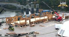 Aufbau der Wände der Tiroler Alm #Alpenzauber #Köln #MediaPark