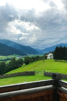 Hideaway Schloss Mittersill in den Hohen Tauern. Mountains, Nature, Travel, Family Vacations, Horticulture, Advertising, Knights, Naturaleza, Trips
