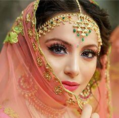 Tips to Make Your Bathroom Sparkle Resepsi pernikahan mbak ------------------------------------. Indian Bridal Outfits, Pakistani Wedding Outfits, Indian Bridal Makeup, Bridal Makeup Looks, Bridal Looks, Bridal Elegance, Big Fat Indian Wedding, Indian Weddings, Bridal Photoshoot