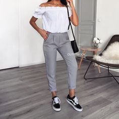 Outfitbook | Pantalon | Pantalon Gris | Pantalon Clair Rayé | Pantalon Longueur Cheville | Pantalon Élastique À La Taille | Pantalon Avec Des Poches Fonctionnelles | Pantalon Coupe Droite | Pantalon Avec Rayures Blanches Fashion Mode, Teen Fashion, Korean Fashion, Fashion Outfits, Womens Fashion, 2000s Fashion, Mode Outfits, Outfits For Teens, Winter Outfits