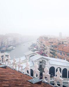 Rialto Bridge, Venice My favourite season is here ☁️☁️ #Regram via @neumarc