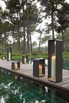 Des lanternes bougies pour habiller la piscine, Manutti