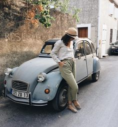 Lilie\'s beautiful postcard from La Provence ♥     #anklestrap #pons in #taupe #takeuswithyou #travelingpons