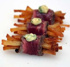 13 Awesome Canapés (Steak Fries with Béarnaise Sauce) christmas canape Gourmet Appetizers, Appetizer Recipes, Gourmet Desserts, Appetizer Ideas, Plated Desserts, Wedding Canapes, Steak And Chips, Cooking Recipes, Healthy Recipes