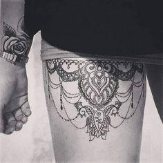 Tatouage dentelle jambe