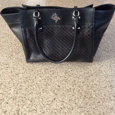 """Simply Vera Wang satchel bag Never used. Large satchel bag. Height 12"""" Width 11 1/2"""". Non-leather. Large bag! Simply Vera Vera Wang Bags Satchels"""