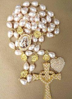 Rosary Prayer, Holy Rosary, Rosary Catholic, Catholic Gifts, Prayer Beads, Cross Jewelry, Jewelry Art, First Communion Decorations, Gift Of Faith