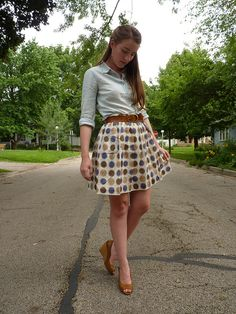 love the polka dots on tania's skirt (from the blog whatwouldanerdwear)