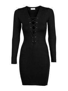 Mała czarna wiązana z przodu. Świetny zestaw tworzy z koronkowym lub zdobionym body. #MODLISHKA