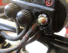 a good explanation of wiring for singer 221, basically the same as the 201
