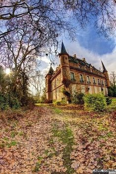 abandoned us mansions | Abandoned castle in France | Abandoned mansions, scary n Creepy places