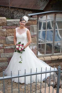 Wedding Dresses, Fashion, Sell Wedding Dress, Bride Groom, Dress Wedding, Bride Dresses, Moda, Bridal Gowns, Fashion Styles