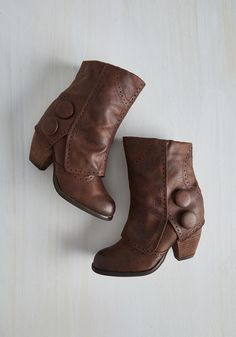 Faithful Footsteps Bootie in Chocolate. Size 9