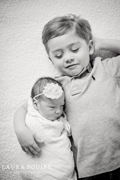 newborn photos at home / natural light / laura squire photography