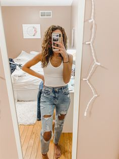 mom jeans outfit - mom jeans and tank from American Eagle! Cute for spring & summer! Source by carissamjones - Mom Jeans Outfit Summer, Summer Outfits For Teens, Teenage Outfits, Teen Girl Outfits, Outfit Jeans, Jean Outfits, Summer Jeans, Summer Shorts, Cute Casual Outfits