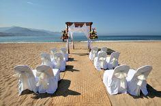 We love the simplicity of this stunning Beach wedding at Sunscape Puerto Vallarta.