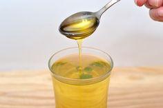 L'olio di ricinoè un composto naturale usato fin dall''antichità per la cura dei capelli ed è stato al centro dei bisogni delle donne fino a quando i mode