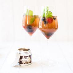 Black Tea Sommerspritzer - KISSA Tea Summer Drink Recipes, Summer Drinks, Alcoholic Drinks, Cocktails, Wine, Tea, Glass, Food, Summer