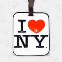 I LOVE NY - egal wohin Sie reisen können Sie mit diesem einzigartigen und praktischen Gepäckanhänger Ihre Liebe zu dieser Stadt zum Ausdruck bringen und gleichzeitig Ihre Gepäckstücke erkennen. Sehr detailreich und erhabene Verarbeitung und offiziell lizensierte Ware. Auch in Schwarz erhältlich. #gepaeckanhaenger #tag #baggage #travel #luggage #iloveny #newyorkcity #newyork #nyc #ny